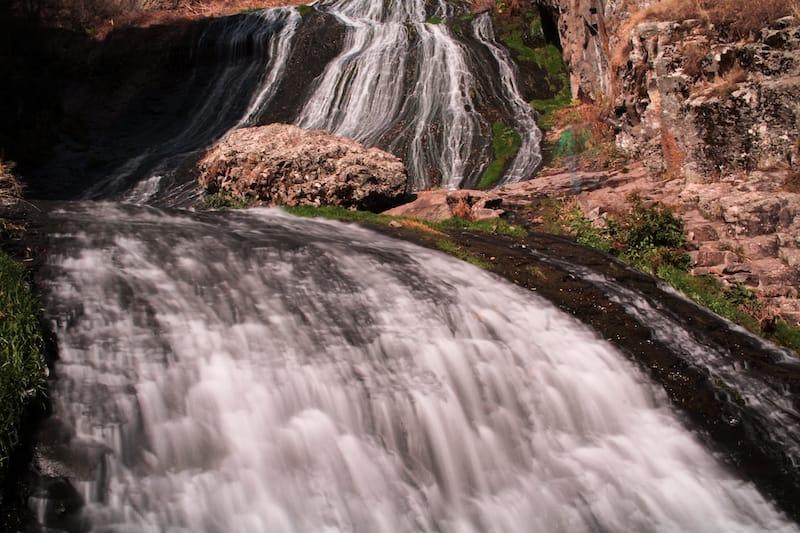 Armenia in autumn: Jermuk waterfall